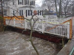 Rye_ny_flood_04152007_elm_place